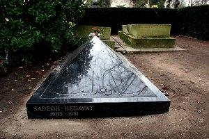 La tombe de Sadegh Hedayat (1903-1951), 85ème division, photo de Nansour Masiri
