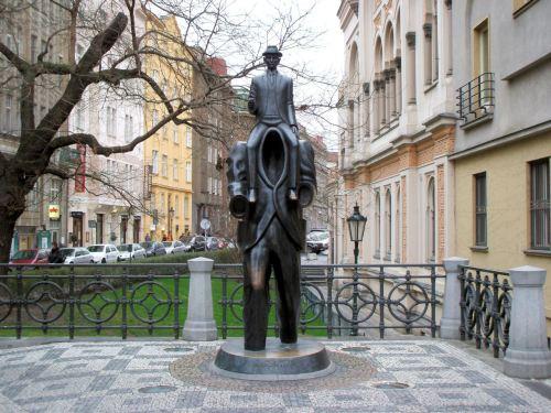 Franz_Kafka_Statue_Prague