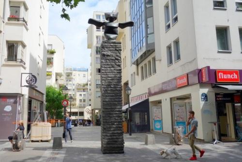 grand-assistant-max-ernst-sculpture-rue-rambuteau-paris-3-5