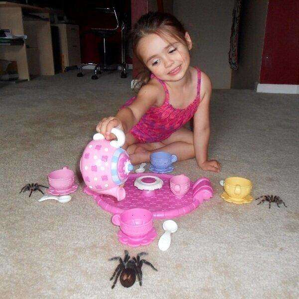 funny-pics-of-weird-kids-kids-are-weird-tea-with-spiders